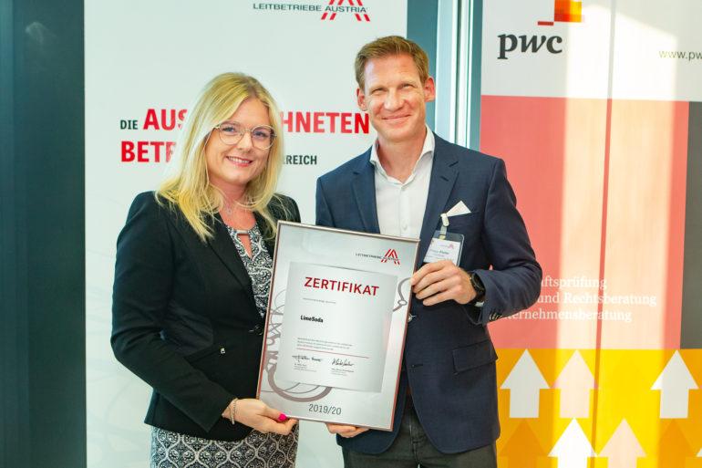 Mag. Monica Rintersbacher und Dr. Philipp Pfaller bei der Zertifikatsverleihung der Leitbetriebe Austria (c) Christian Mikes