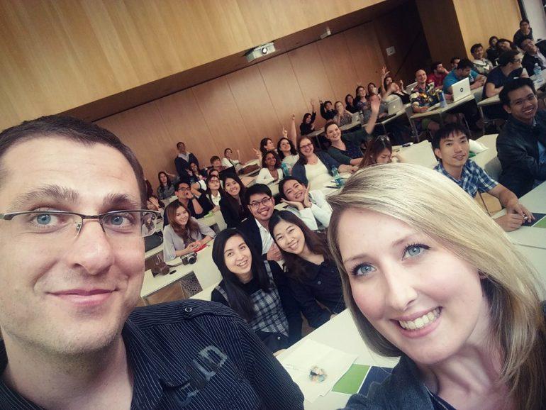 Bernd und Laura mit ihren SchüllerInnen der Lauder Business School
