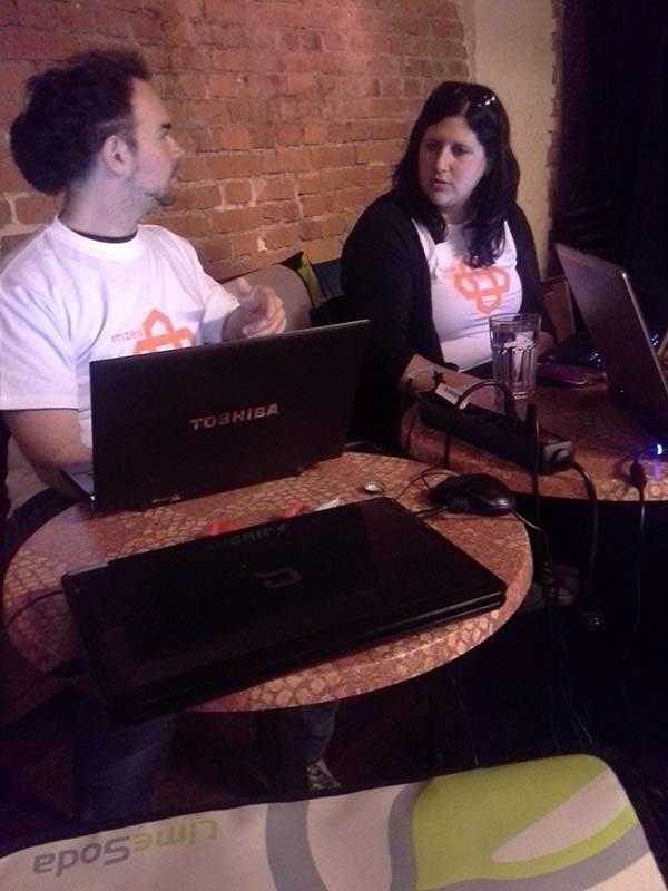 Matthias und Anna beim Hackathon