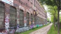 Plagwitz in einem Bild: Graffiti, Backsteinbauten, verlassene Fabrikshallen.