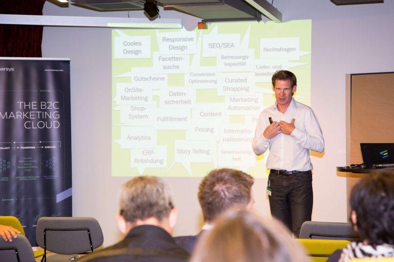 Philipp hält einen Vortrag beim Emarsys Live Lead Event